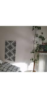 leere schlafzimmerwand gegenüber vom bett