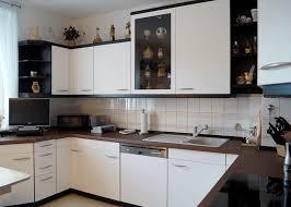 küchenfronten folieren fronten weiß arbeitsplatte braun