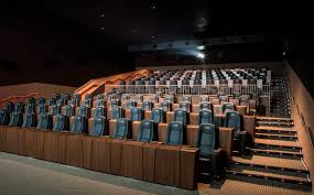 Reclining Chairs Movie Theater Nyc by Theatre Movies Theaters Go Luxe