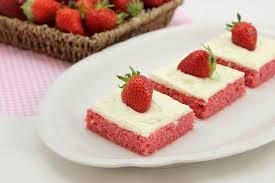 erdbeer blechkuchen mit cheese frosting perfekt zum muttertag valentinstag