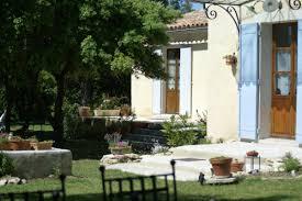 chambre d hote venasque location de vacances chambre d hôtes à venasque vaucluse provence