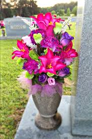 Memorial Day Graveside Decorations by Best 25 Cemetery Flowers Ideas On Pinterest American Cemetery