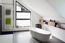 bad mit dachschräge toller platz für die badewanne bild