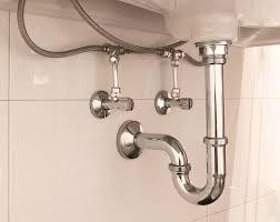 siphon fürs waschbecken aus kunststoff oder metall