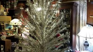 Ebay Christmas Trees 6ft by Putting Up The 1960 Pom Pom Sparkler Aluminum Christmas Tree Youtube
