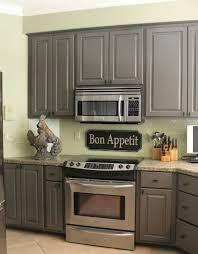 repeindre meuble de cuisine en bois repeindre ses meubles de cuisine en bois une cuisine rustique ses