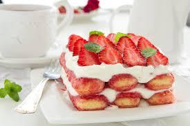 erdbeer tiramisu mit mascarpone und löffelbiskuits