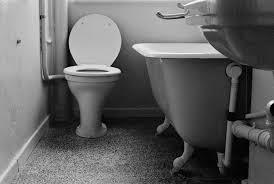 altes badezimmer in schwarz weiß foto bild architektur