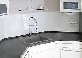 küchenrückwand und spritzschutz aus kunststoff statt