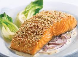 cuisiner filet de saumon filets de saumon croûte de sésame et sauce aux oignons rouges et au