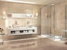 badezimmer in beige mit akzentwand moderne fliesen