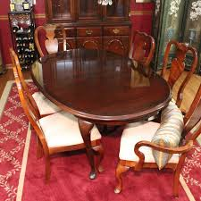 Queen Anne Style Extendable Dining Table And Chairs By Broyhill