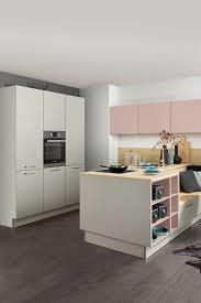 graue kücheninsel mit integrierten regalen grey kitchen