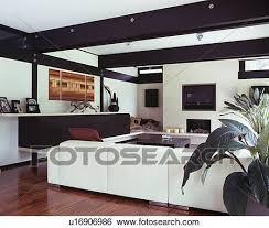 groß weißes sofa in modernes weiß wohnzimmer mit