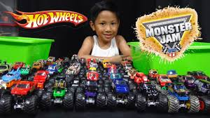 Hot Wheels Monster Jam Truck Collection And Truck Loop Race Track ...