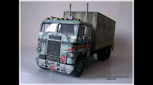 White Freightliner Delivery Truck 1:25 Scale AMT - YouTube
