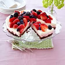 erdbeer heidelbeer torte mit holunderblütenmousse