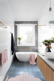 so beruhigend ein 6 8 qm kleines langes bad in sanften farben