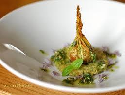 cuisiner fleur de courgette fleur de courgettes farcies pancake de courgettes et pesto aux
