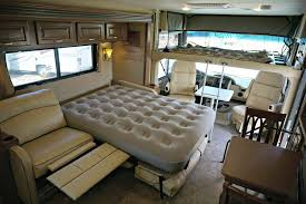 38 Thor Challenger Luxury RV Rental Int 014