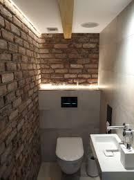 gäste wc mit antiken riemchen und indirekter beleuchtung