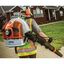 The BR 700 Backpack Blower From STIHL Has 165 Mph Of Blowing Force Features A Telescopic Tube Adjustment To Quickly Change Length