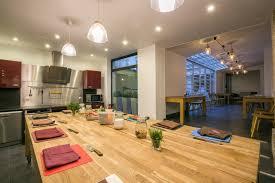 cours de cuisine en groupe cours de cuisine gastronomique dans un décor loft yorkais