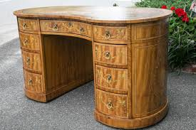 Kidney Shaped Desk Ideas How to Decorate Kidney Shaped Desk