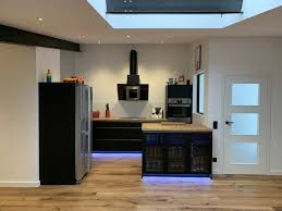 küche schwarz matt eiche massivplatte geölt