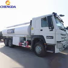 100 Fuel Trucks Hot Item Sinotruk Oil Tanker Truck 336HP HOWO 6X4 8X4 20cbm On Sale