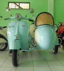 Vespa Sidecar Left Side Colors White And Lightblue Front View