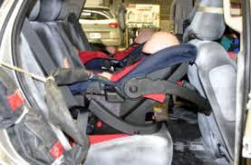 securite routiere siege auto recherches et essais sur les sièges d auto pour bébé orientés vers