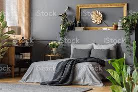 gold und grau elegante schlafzimmer stockfoto und mehr bilder bett