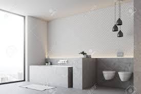 weiße badezimmerecke mit einem grauen boden und einer grauen badewanne mit zwei toiletten und einem panoramafenster 3d rendering mock up