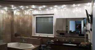 ein badezimmer mit eigenem sternenhimmel tischlerei