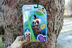 WowWee Toys Latest Fingerling Kingsley The Sloth