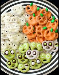 Utz Halloween Pretzels by Halloween Pretzels Three Ways Halloweenily