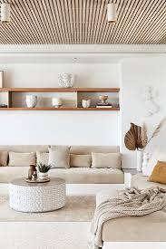 wohnzimmer in beige und weiß im bild kaufen 13392812