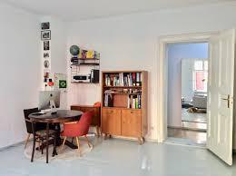 homeoffice wohnzimmer vintage holztisch runder
