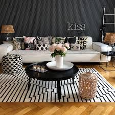 wohnzimmer dekoration pfingstrosen und kissenparadw spa