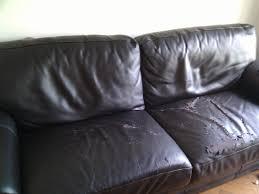canapé cuir qui colle réparer un canapé en cuir intérieur déco