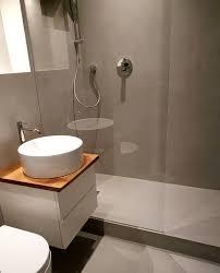 kleines innenliegendes bad komplett ohne fliese badezimmer