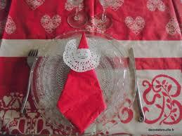 serviette de noel en papier des serviettes pour la table de noël décodébrouille