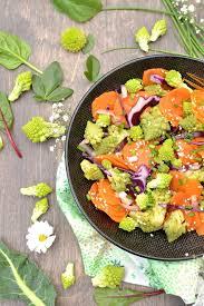 cuisiner cru 70 recettes food salade de chou romanesco et carottes poêlés au sésame et chou