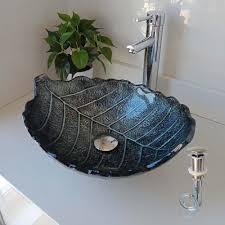 glas waschbecken blätter design schwarz im badezimmer