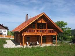 blockbohlenhaus mit kamin sauna und eingezäuntem garten