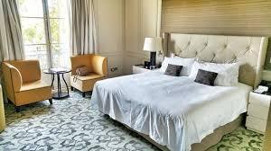 chambre palace chambre palace deluxe avec très grand lit photo de waldorf astoria