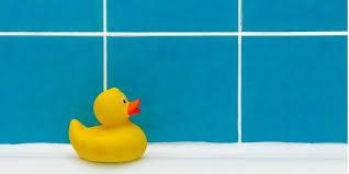 schimmel im bad entfernen fugen reparieren