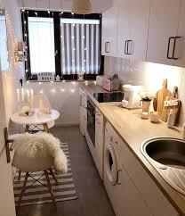 kleine gemütliche küche mit lichterdetails wohnideen