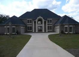 This home located in the Wellington Lake munity in Loganville